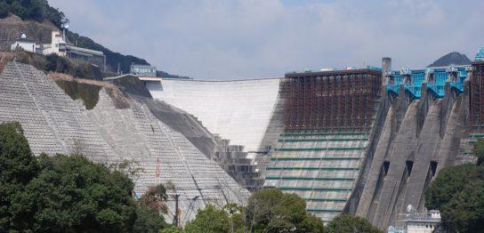鶴田ダム壁面竣工