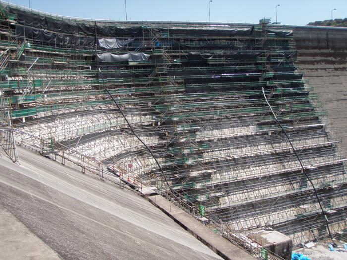 鶴田ダム堤体壁面補修工事